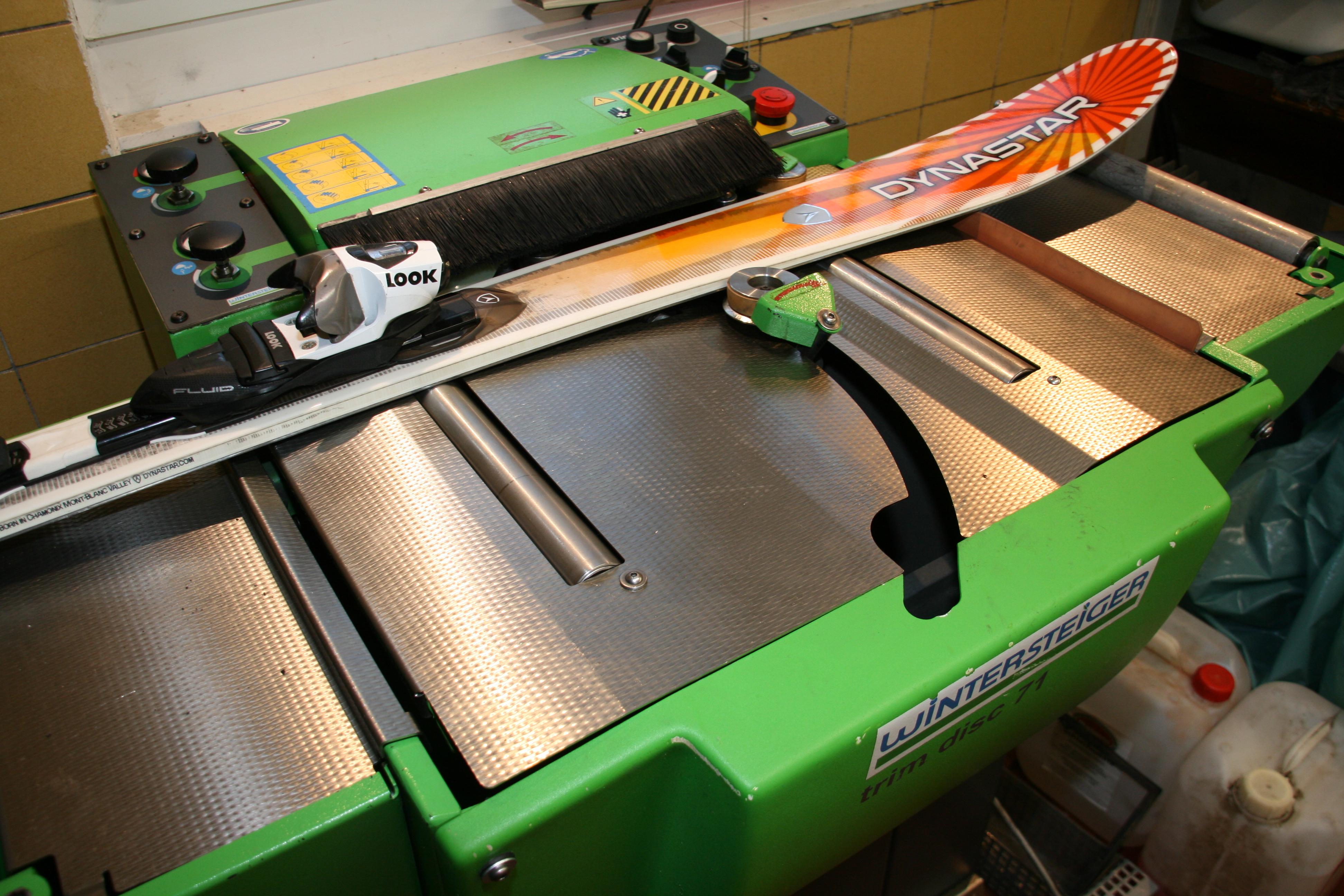 Seitenkantenschliff auf Wintersteigermaschine mit Keramik Disk-Finish